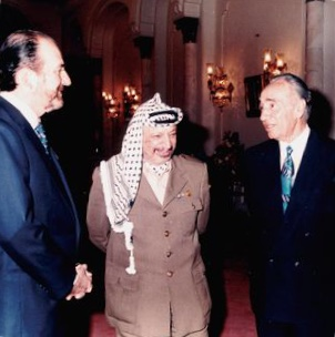 IUHEI - J-P. Carteron with President Yasser Arafat and Minister Shimon Pères